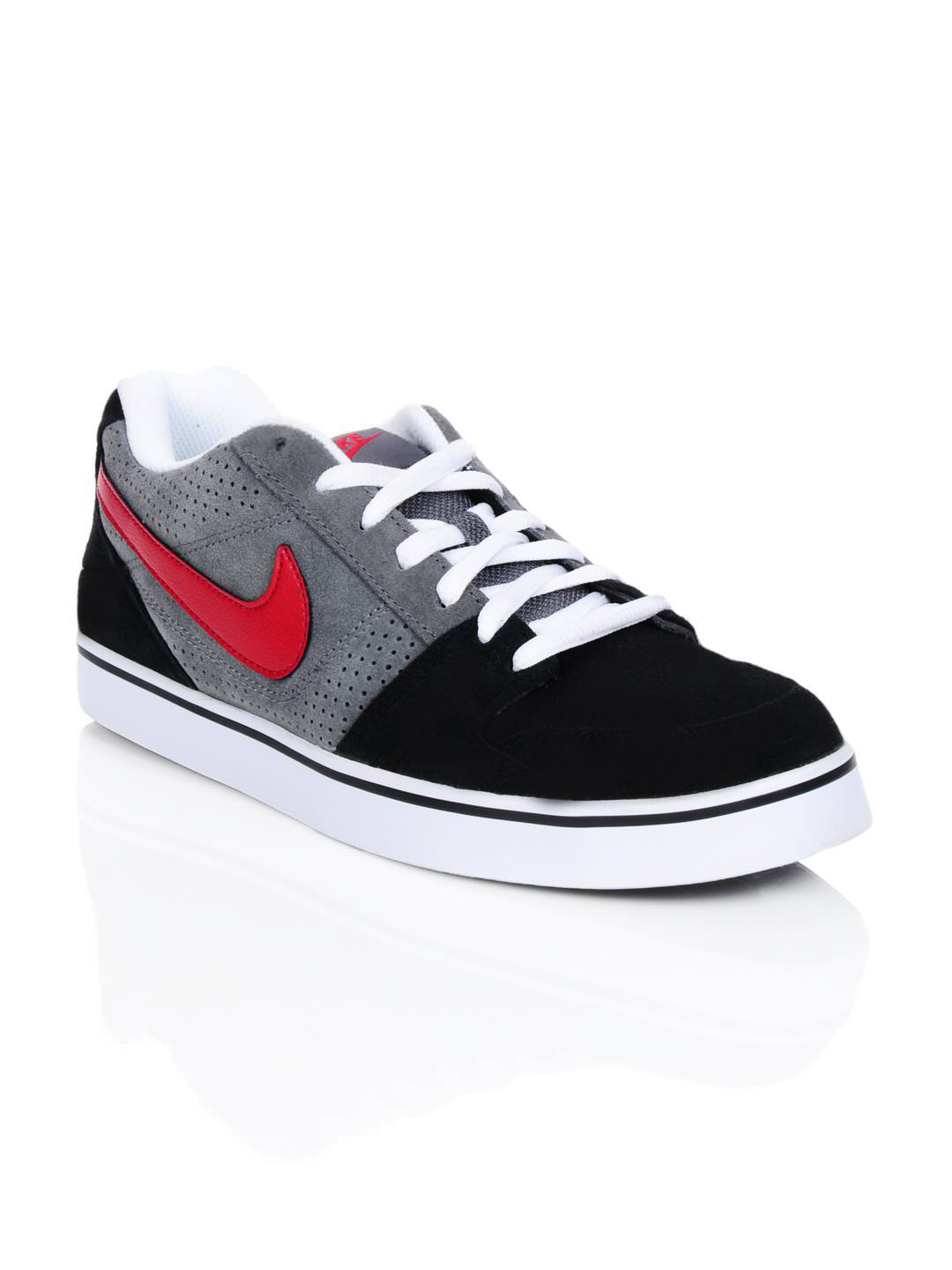 Nike Men Ruckus Low Black Shoes